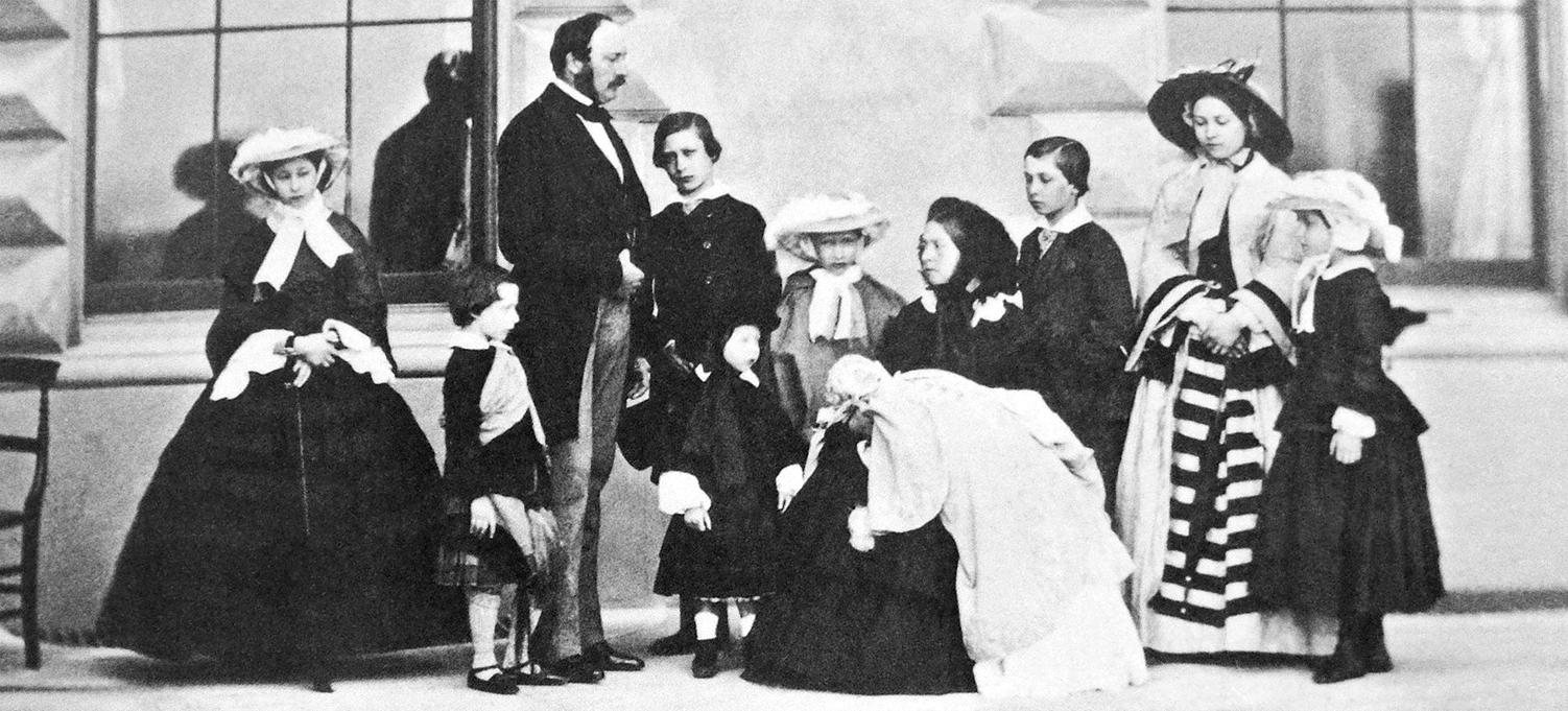 3 Queen_Victoria_Prince_Albert_and_their_nine_children 1857