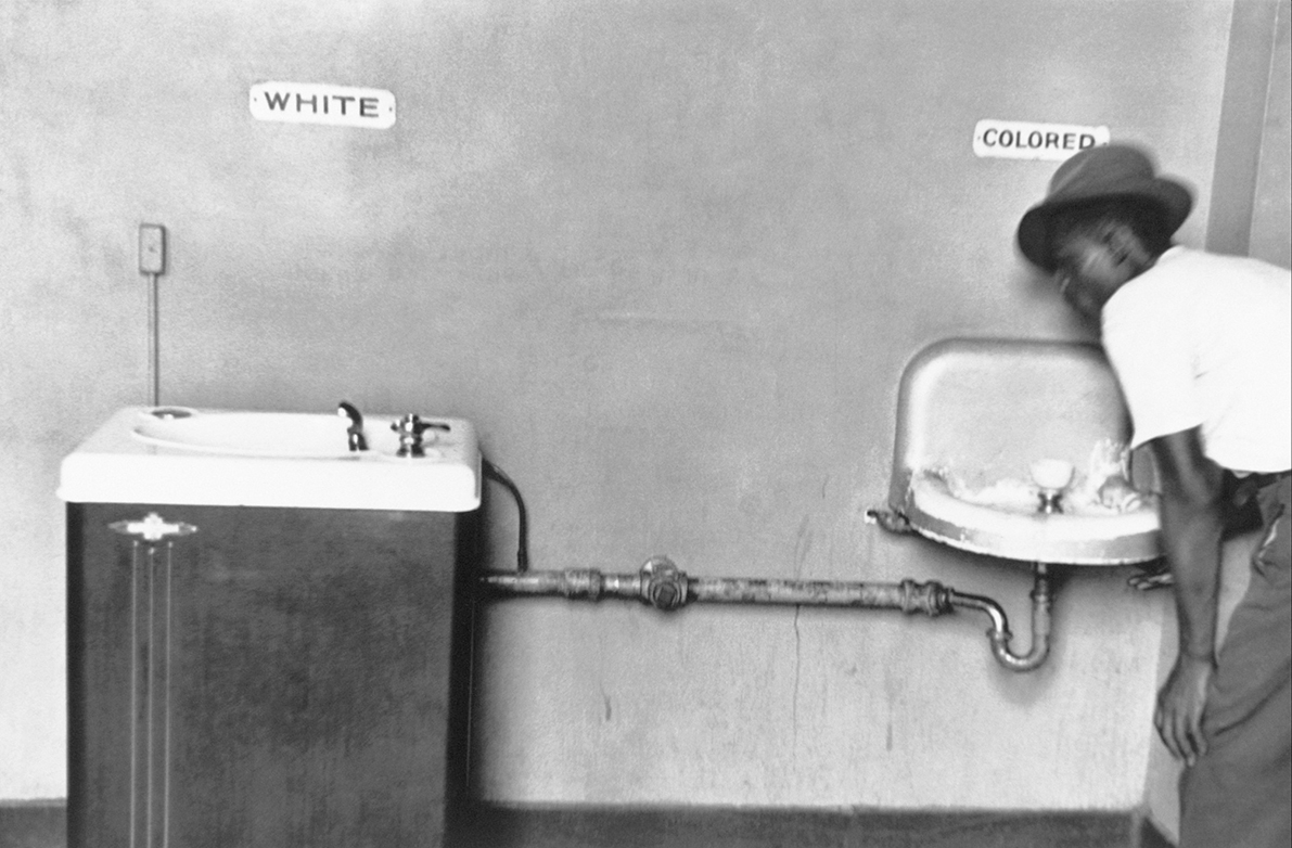5. Erwitt N.C. 1950. Segregation Fountain